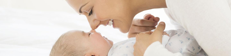 Neonato Dorme Solo In Braccio.Addormentare Neonati E Bambini In Braccio E Sbagliato Pampers It